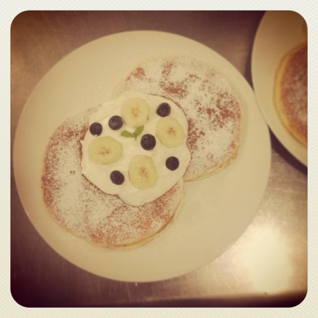 ブルーベリーとバナナのパンケーキ
