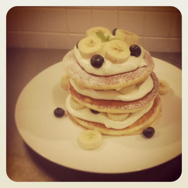 ブルーベリーとバナナのパンケーキミルフィーユ